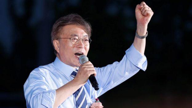 Moon akiwa kwenye mkutano wa kampeni Seoul tarehe 8 Mei