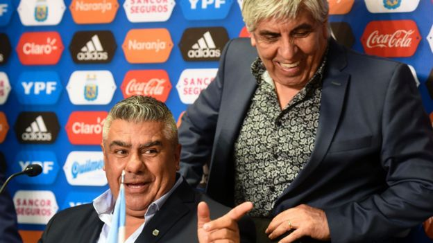 "Moyano y Claudio ""Chiqui"" Tapia."