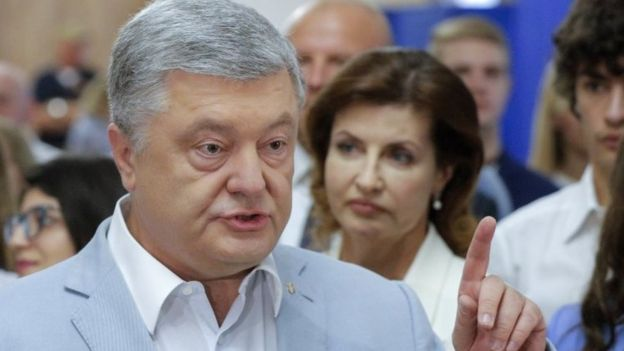 Former Ukrainian President Petro Poroshenko speaks to reporters at a polling station in Kiev. Photo: 21 July 2019