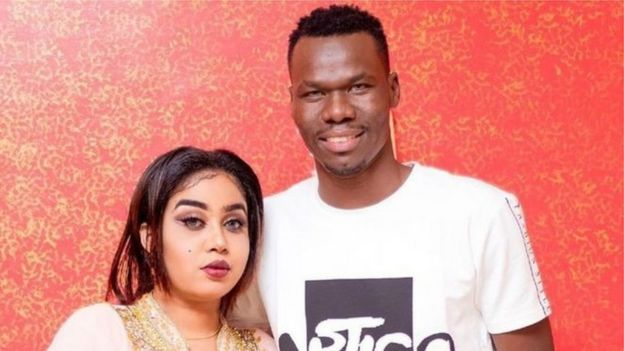 لاعب الكرة السوداني عصام عبد الرحيم وخبيرة التجميل ريم خوجلي