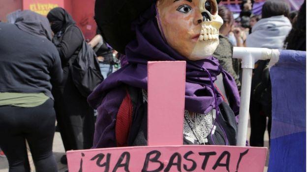 Una mujer protesta en México