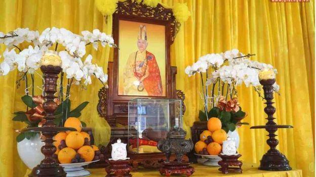 Di ảnh, y bát của Hòa thượng Thích Quảng Độ tôn trí tại lễ đường chùa Từ Hiếu