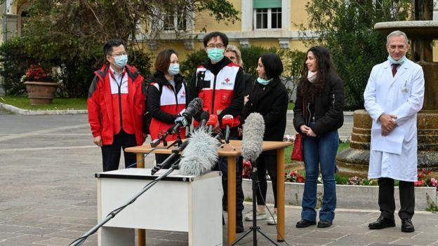 Ülkedeki yeni vaka ve ölüm sayısını azaltmayı başaran Çin, İtalya'ya doktor ve tıbbi malzeme gönderdi