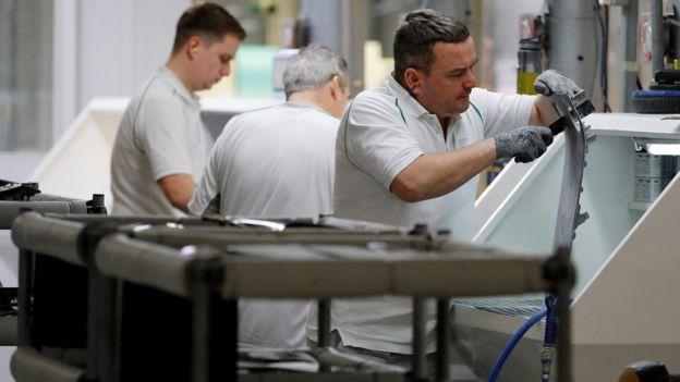 Trabalhadores em indústria