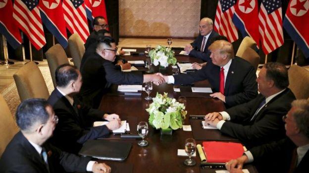 Una mesa entre funcionarios de EE.UU. y Corea del Norte