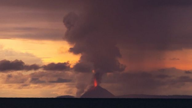 El volcán Krakatoa en erupción