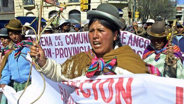 Aymaras protestando en Bolivia en 2003.