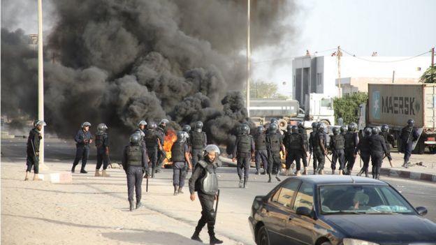 La police a utilisé du gaz lacrymogène pour disperser les manifestants.