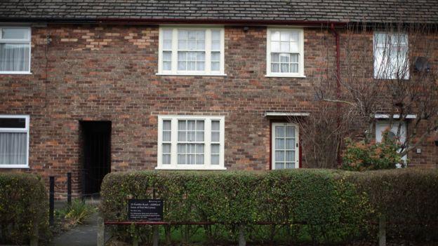 Superb Beatles Drummer Ringo Starrs Childhood Home Sells For 70K Home Interior And Landscaping Eliaenasavecom