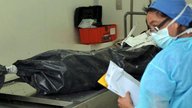 Corpo em necrotério da Guatemala