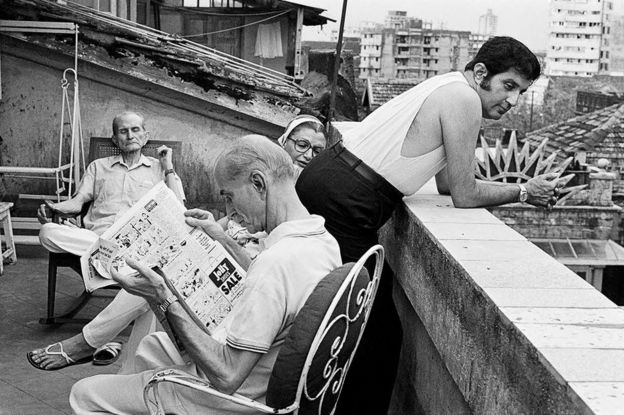 The Story Of An Iconic Indian Family Photograph Bbc News