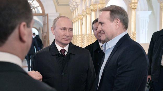 Виктор Медведчук - кум Путина. Российский президент крестил его дочь