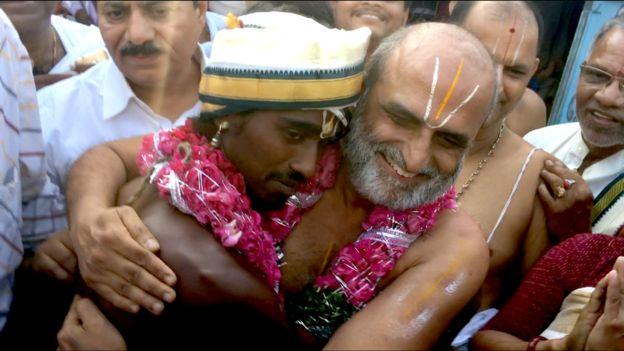 Mr Rangaran and Aditya embracing.