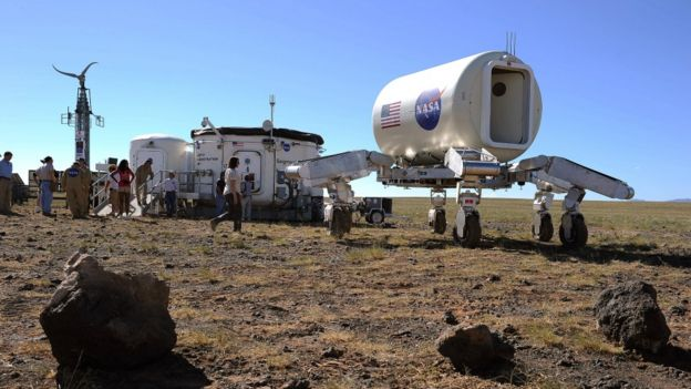 Equipos de la NASA en el desierto de Altar.