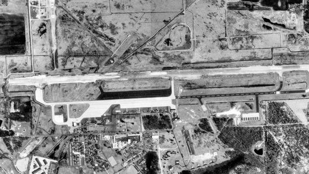 قاعدة فولك فيلد من الجو حيث تسبب دب متطفل في حالة فوضى في عام 1962