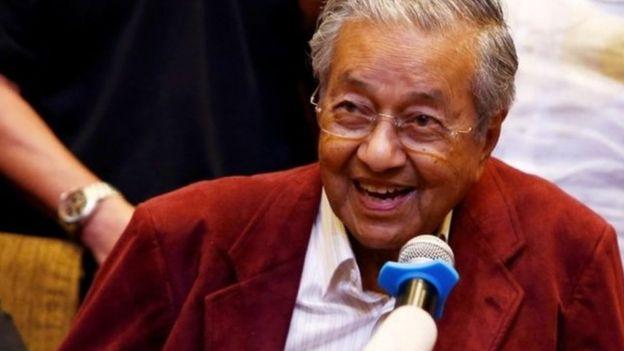 மலேசியா: 92 வயது முன்னாள் பிரதமர் வரலாற்று வெற்றி