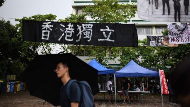 香港中文大學本部內的一幅「香港獨立」橫幅(20/10/2017)