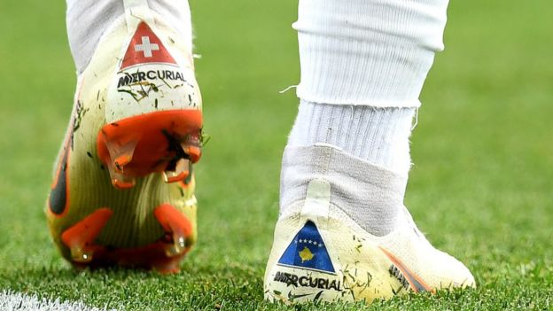Shaqiri'nin kramponlarında İsviçre'nin yanı sıra Kosova'nın da bayrağı bulunuyor