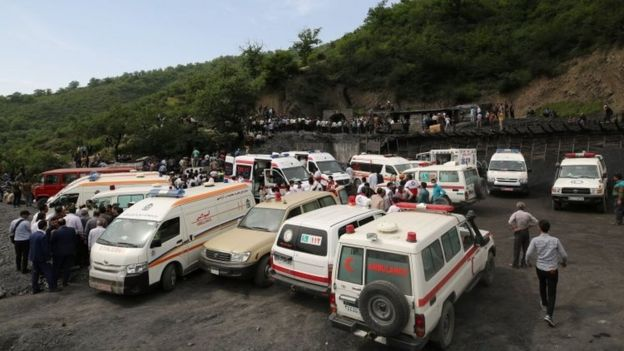Emergency vehicles at the scene of the explosion at the coal mine in Azadshahr (03 May 2017)