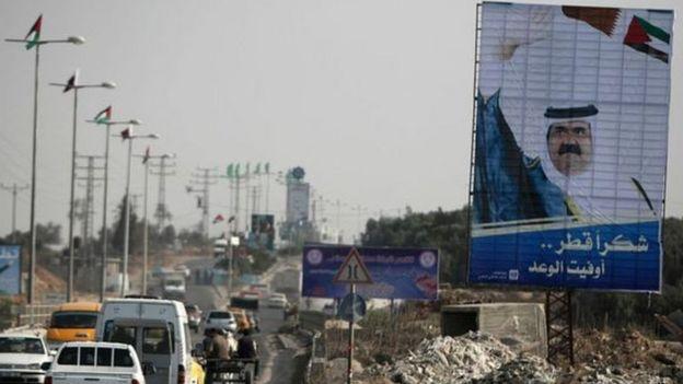 زار أمير قطر السابق الشيخ حمد قطاع غزة سنة 2012