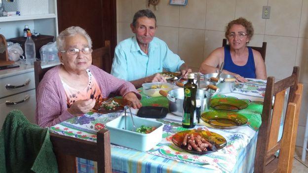 Odete Cassiano (à direita) e os pais