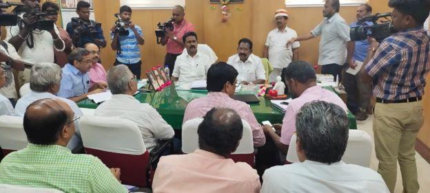 onion meeting. வெங்காய விலை தொடர்பாக நடந்த ஆய்வுக் கூட்டம்.