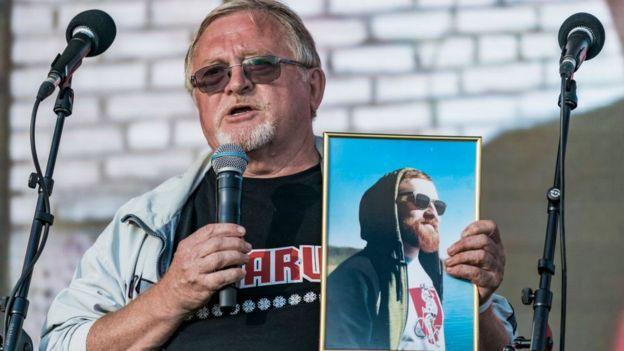 Александр Фурманов с портретом сына Дмитрия