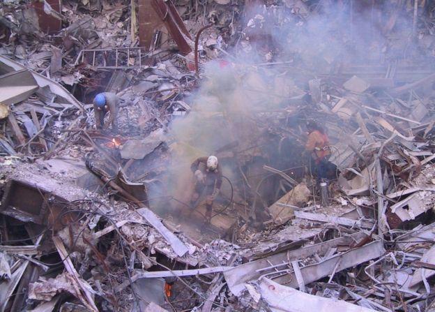 நியூயார்க் 9/11 இரட்டை கோபுரத் தாக்குதல்: இதுவரை காணாத புகைப்படங்கள்
