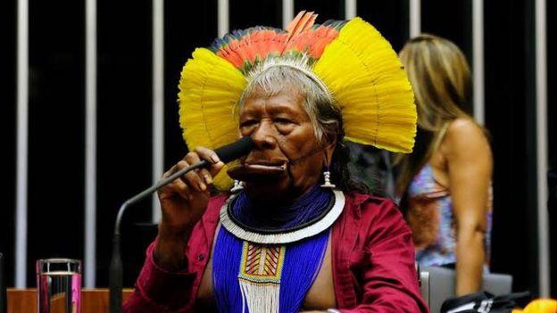 Raoni, líder kayapó que teve grande importância na transformação da causa indígena brasileira em tema internacional