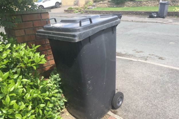 Allerdale rubbish collection suspension infuriates residents - BBC News