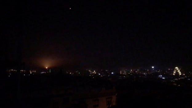 قذيفة موجهة في سماء دمشق