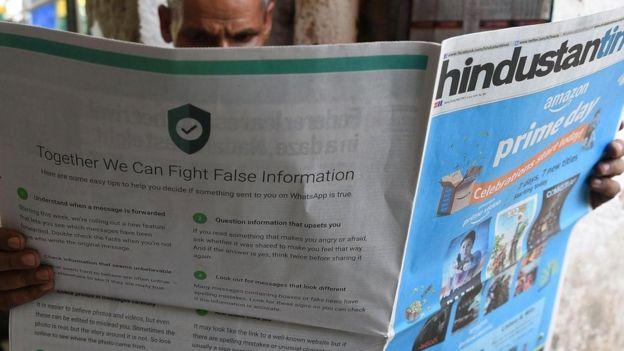 Indiano lê jornal