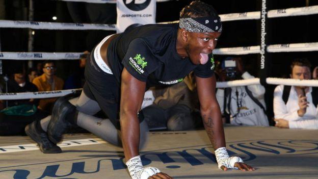 KSI calentando en el ring.