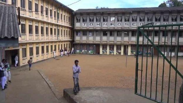 ஆசிரியர்கள் போராட்டம்: இலங்கையில் கல்வி நடவடிக்கைகள் முற்றிலும் பாதிப்பு