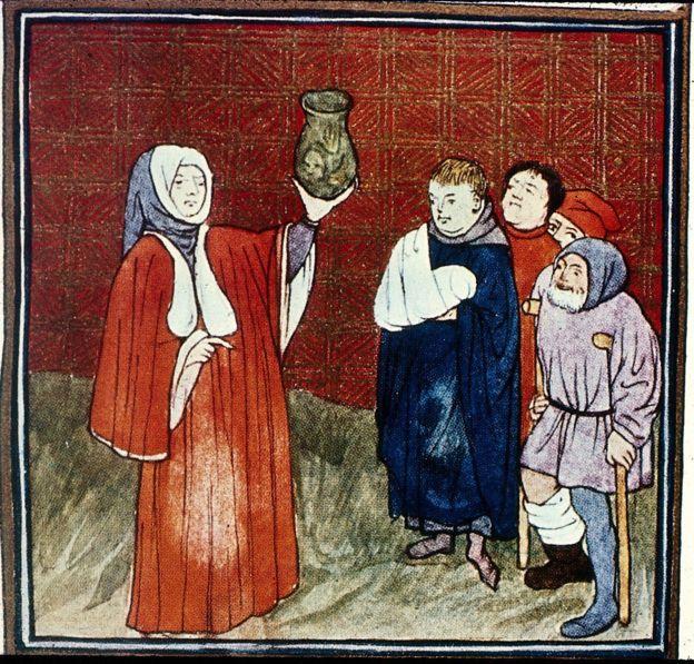 Врач держит горшок с мочой. Средневековый манускрипт.