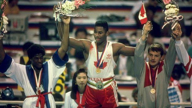 لوئیس ( نفر وسط) قسم خورد به بریتانیا وفادار بماند اما برای کانادا مدال طلا کسب کرد