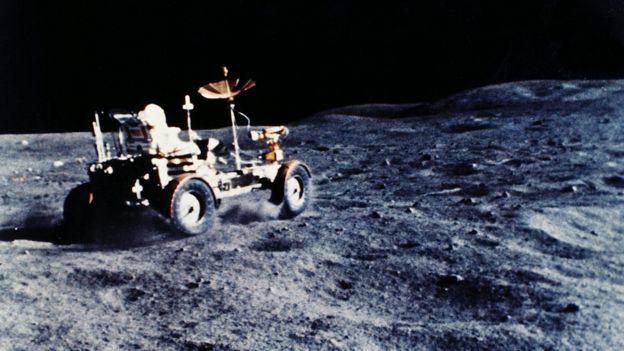 Veículo lunar na Lua