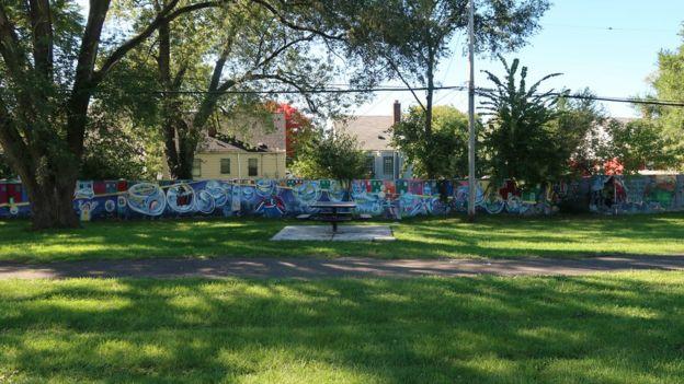 Murales pintados en el muro de Detroit