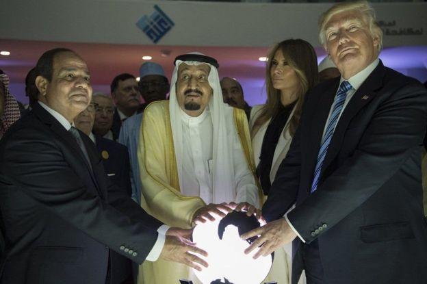 Madaxweyne Trump oo 2017-kii ku sugnaa xarunta la dagaalanka argagixisda ee ku taalla magaalada Riyadh