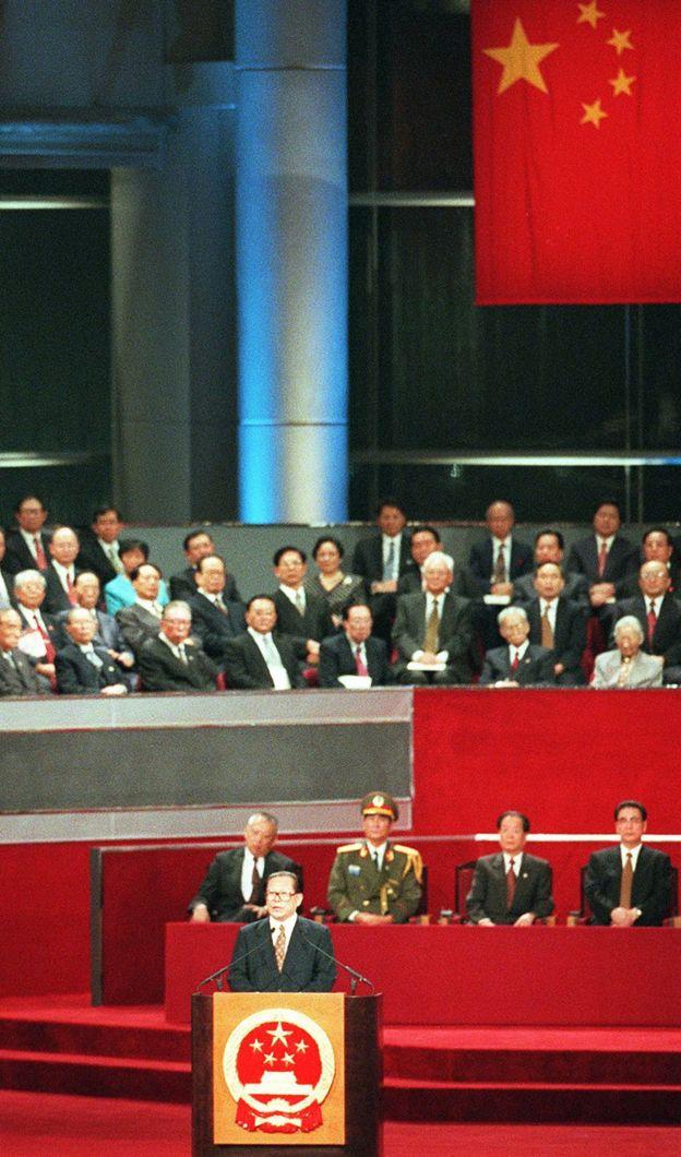 江泽民以中国领导人身份在中英政权交接仪式上致词。