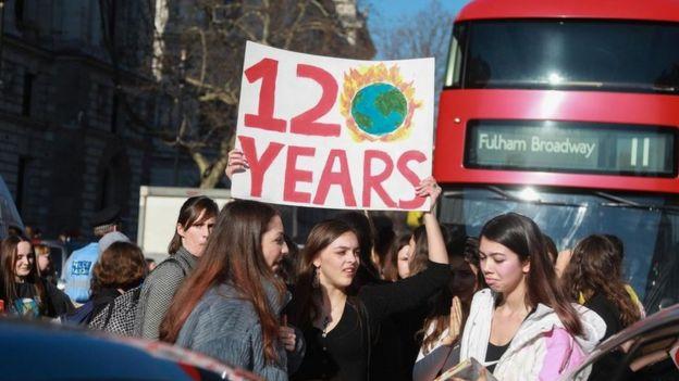 Estudantes do Reino Unido entraram em greve em fevereiro de 2019 em protesto contra a inação diante das mudanças climáticas