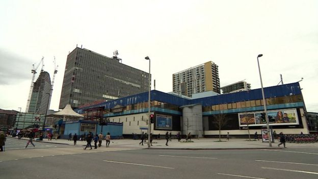 Elephant and Castle shopping centre demolition approved - BBC News
