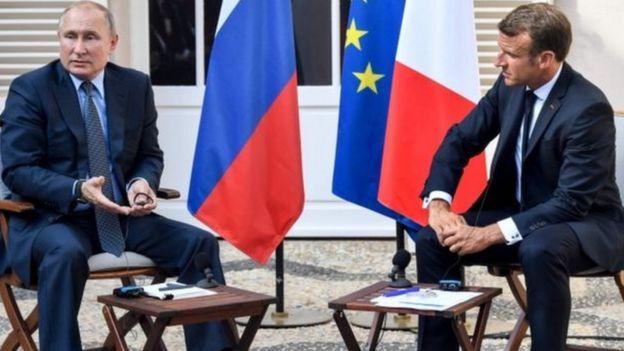 Шейшембиде Франция президенти Эммануэл Макрон менен жолугушуу учурунда Путин