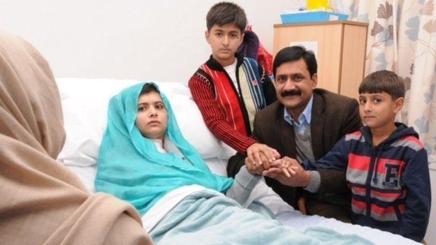 نقلت ملالا عقب الحادث لتلقي العلاج في بريطانيا، التي تعيش فيها حاليا مع عائلتها.