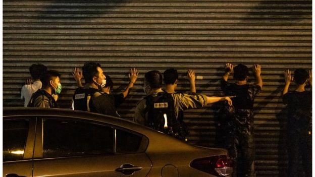 警方稱示威者是非法集結,但有現場記者稱難以分辨誰是示威者。