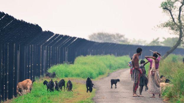 বাংলাদেশ ভারত সীমান্তে কাঁটাতারের বেড়া