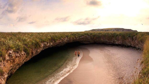 Добираться до Скрытого пляжа приходится по тоннелю длиной 24 метра