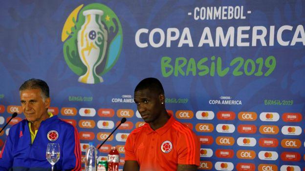 قبل از بازی با دوم کوپا آمریکا با قطر لویز دیاز همراه کی روش در نشست خبری حاضر شد و در بازی هم حضور داشت. در مسابقه های اول و سوم مرحله گروهی کریستین زاپاتا (راست) و جان مدینا به مصاحبه مطبوعاتی آمدند