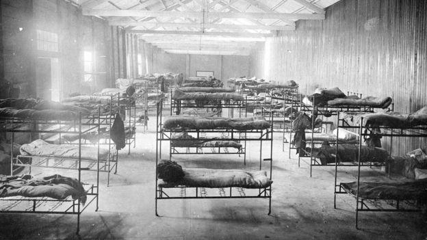 Literas donde dormían los inmigrantes en la Isla de Flores