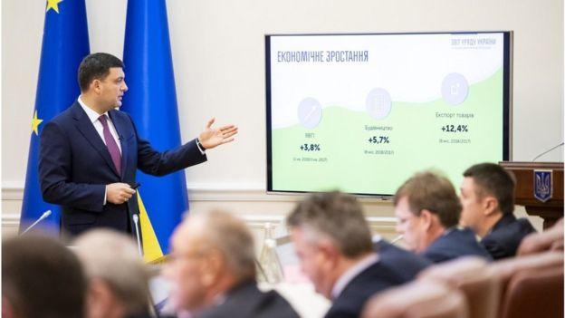"""Попередній прем'єр Володимир Гройсман казав, що при зростанні 5% """"мінімалка"""" може бути 5 тисяч гривень"""